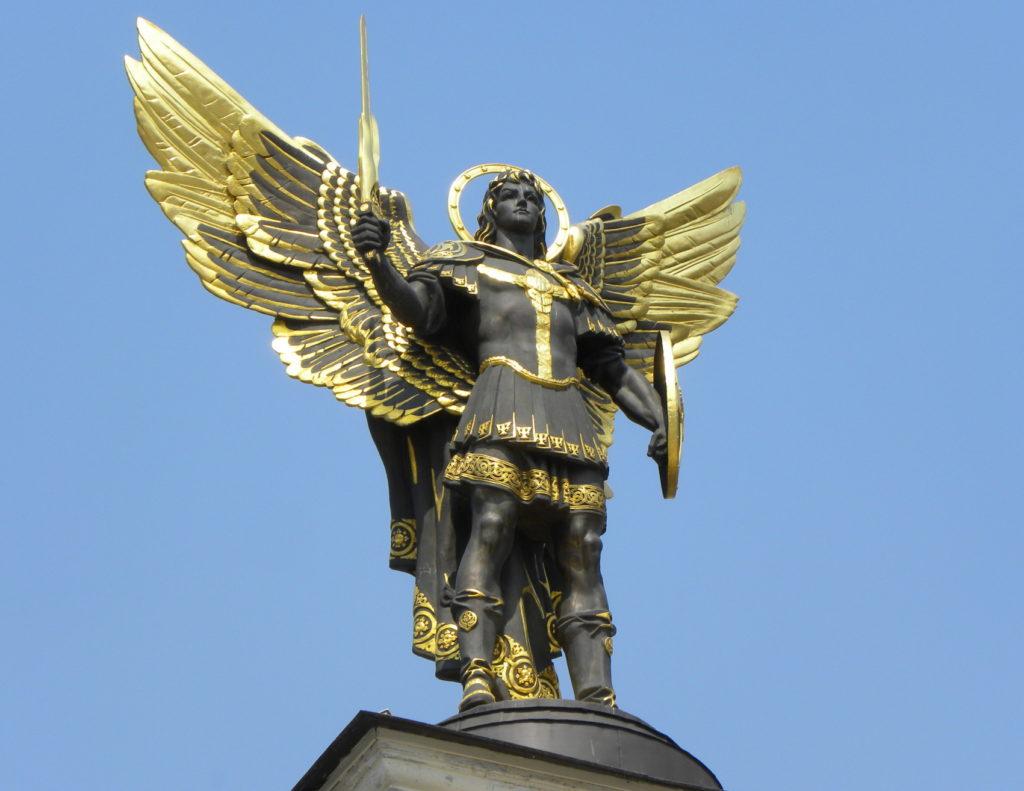 Архангел Михаил - статуя в Киев