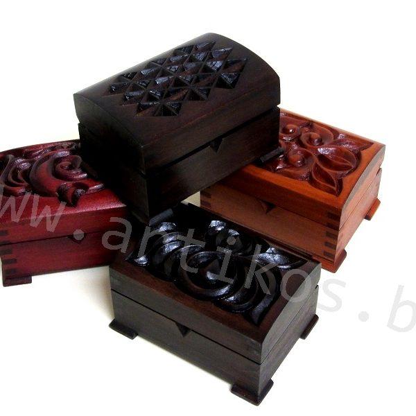 дървени кутии