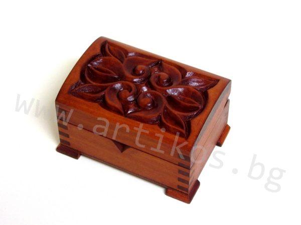 кутия дърворезба